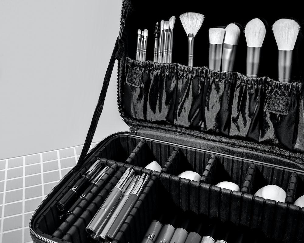 black makeup brush set in black case