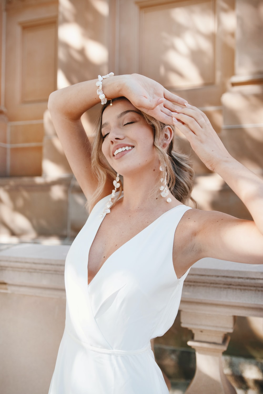 woman in white v neck sleeveless dress