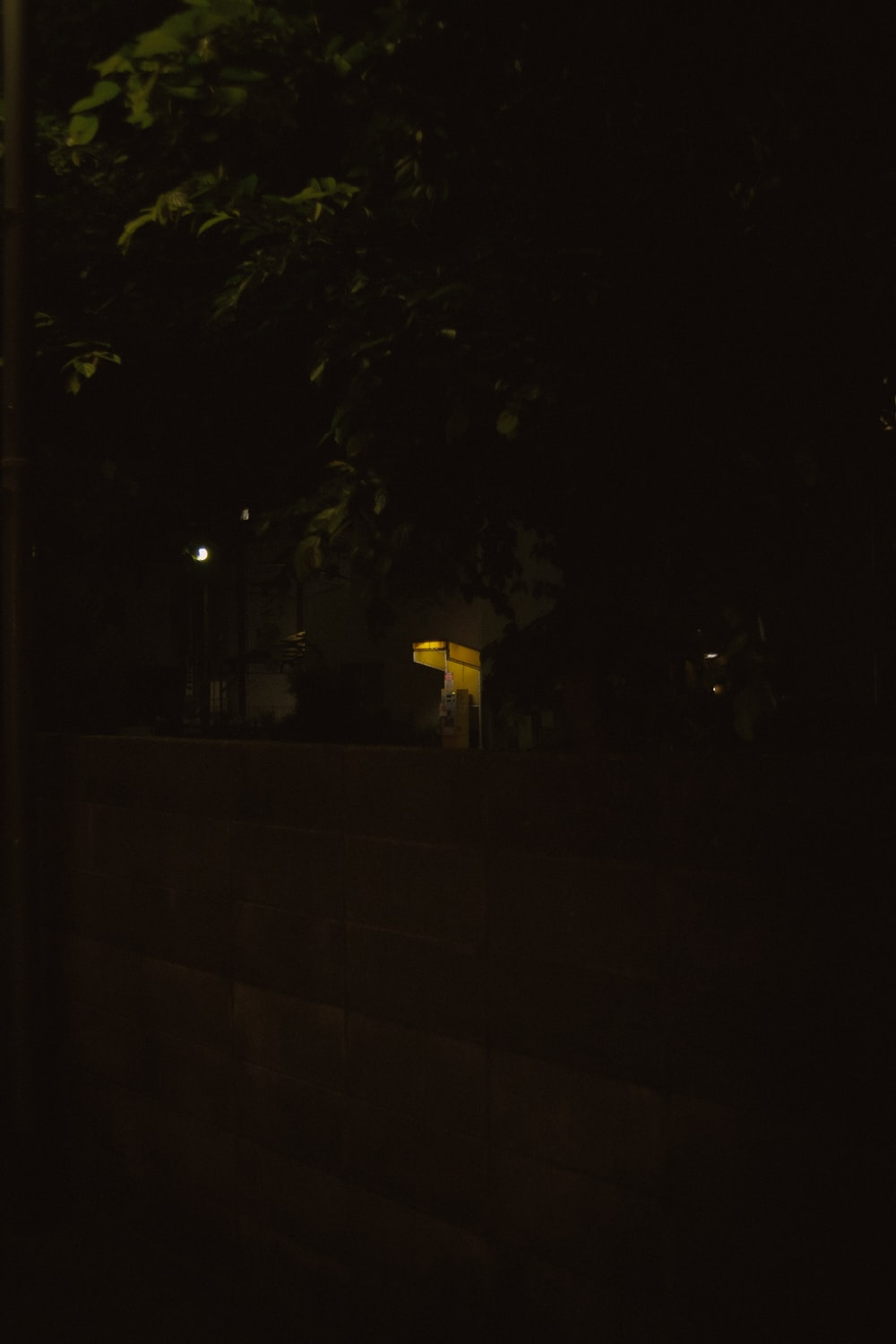 yellow street light turned on during nighttime