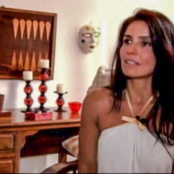 Go to Alessandra Valois's profile