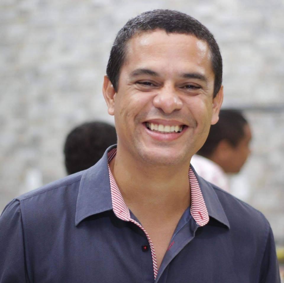 Go to Eliseu Oliveira's profile