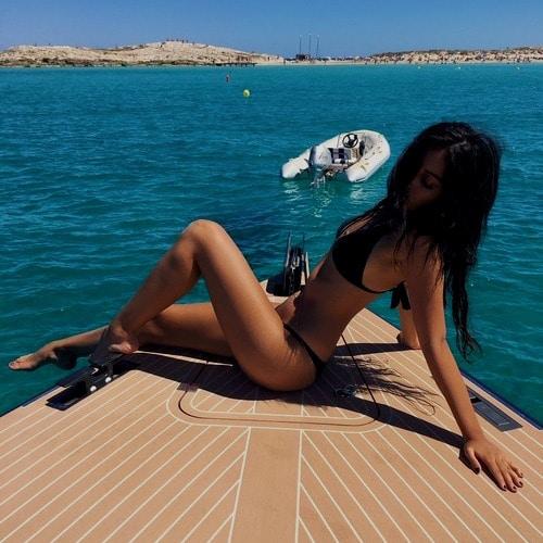 Go to veronica larios's profile