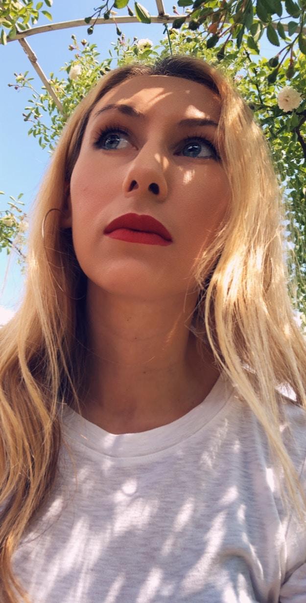 Avatar of user Roxana Crusemire