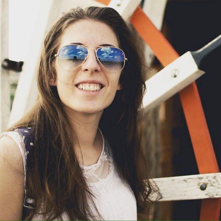 Go to Larissa Bueno's profile