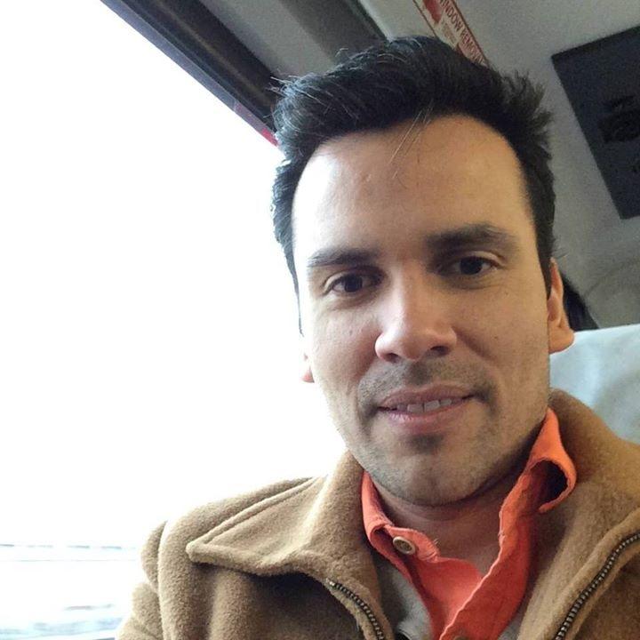 Go to Renzo Estremadoyro T.'s profile