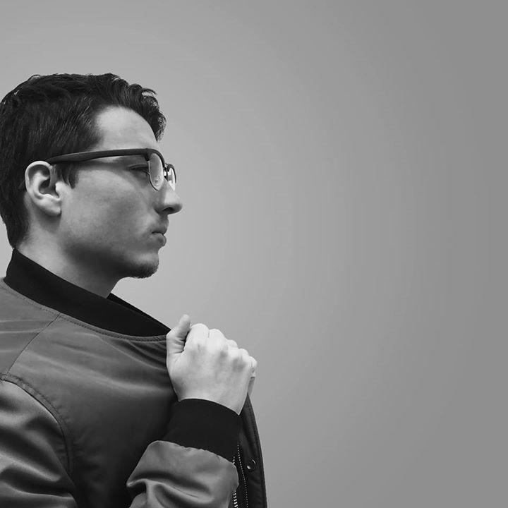 Go to Valentin Antonucci's profile