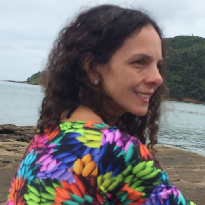 Go to Andrea Oliveira's profile