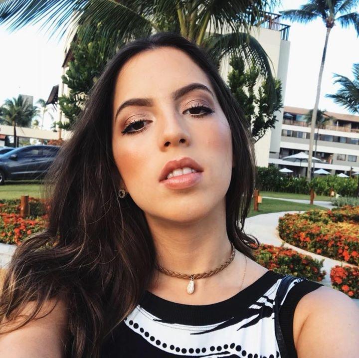 Go to Alana Lopes's profile