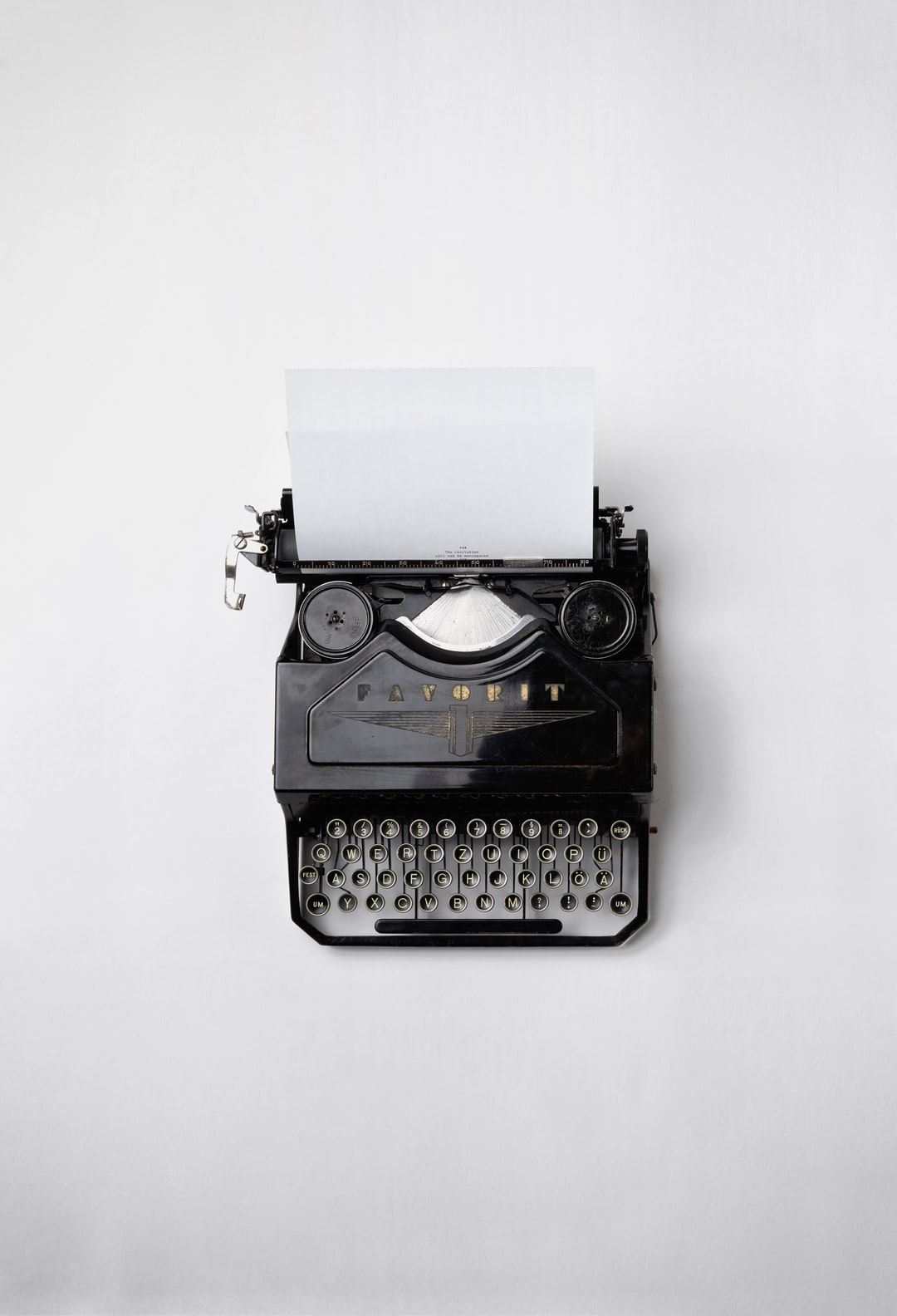 A vintage analogue typewriter with a white plain paper