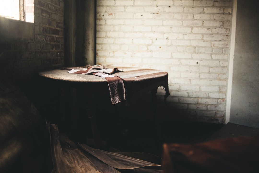 Круглый стол с скатерть