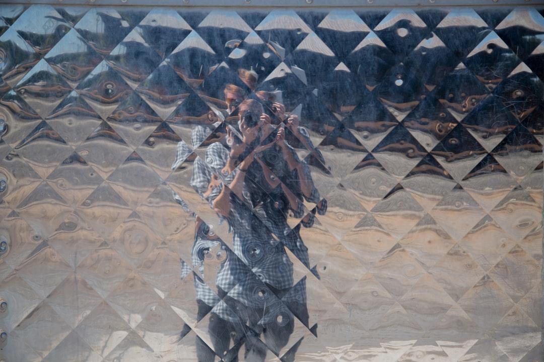 Geometric reflection pattern