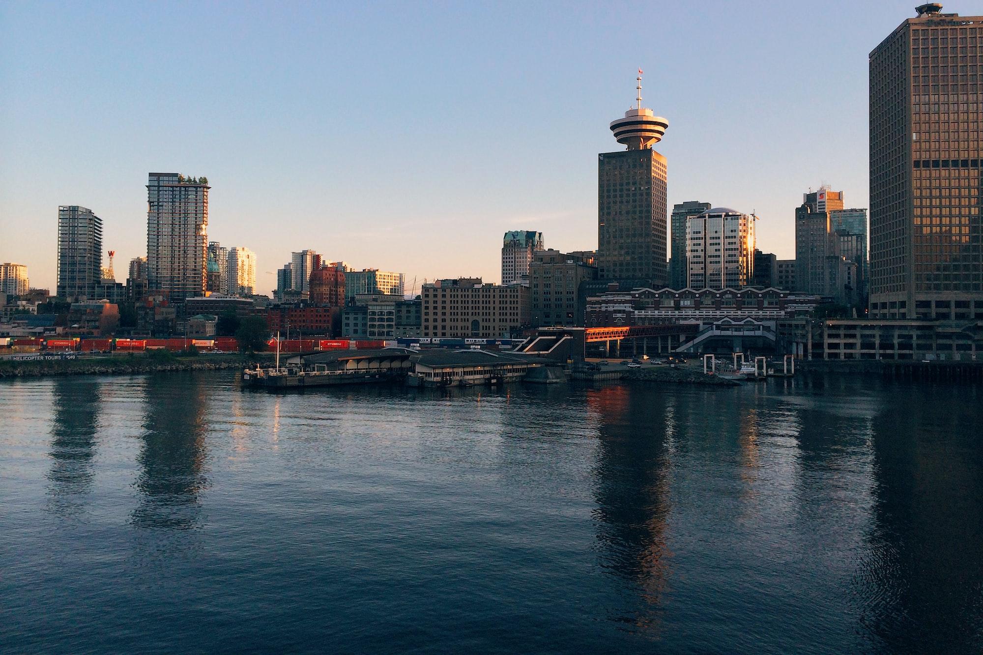 加拿大平均房价,仅是平均收入的8倍?